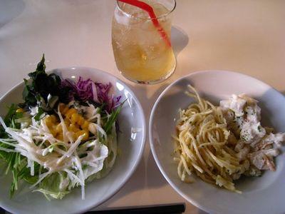 Cafe Pine tree Bless久茂地店のマカロニサラダとパスタサラダ